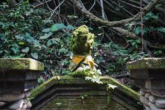 Statue im heiligen Affe-Wald, Ubud, Bali, Indonesien lizenzfreies stockfoto