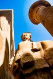 Statue im Tempel von Karnak in Luxor, Ägypten Stockfotos