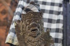 Statue indoue traditionnelle au temple de Bali images stock