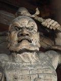 Statue japonaise de portier avec le visage de colère Image stock