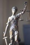 Statue juridique Themis de cabinet juridique Image stock