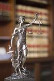 Statue juridique Themis de cabinets juridiques Images libres de droits