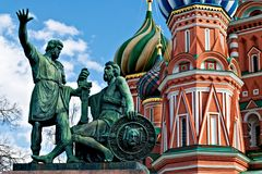 Statue of Kuzma Minin and Dmitry Pozharsky. In front of St. Basil Cathedral. The cathedral was built between 1555 and 1561 by the architects Barma and Postnik Stock Images