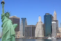 The Statue of Liberty and Manhattan skyline Royalty Free Stock Images