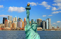 The Statue of Liberty and Manhattan Skyline Royalty Free Stock Photos