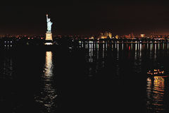 Statue of liberty at night Royalty Free Stock Images