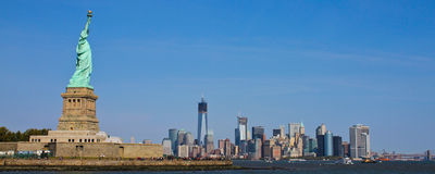 Statue of Liberty overlooking Manhattan Stock Photo