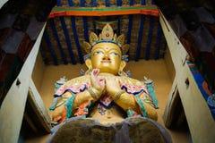 Statue Maitreya Buddha in Kloster Namgyal Tsemo mit windowlig Stockbilder