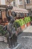 Statue mit einer Krone in der Mitte von Lemberg, Ukraine Lizenzfreies Stockfoto