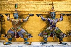 Statue mit zwei Riesen im Tempel Bangkok Thailand Lizenzfreie Stockfotos