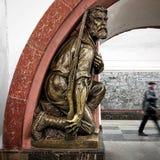 Statue in Moscow's-U-Bahn lizenzfreies stockbild