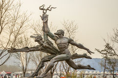 Statue nahe Peking das Olympiastadion - China Lizenzfreie Stockfotografie