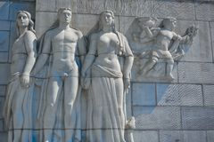 Statue of a naked man holding two woman Stock Photo