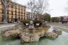 Statue nel comunale della villa di Napoli immagini stock