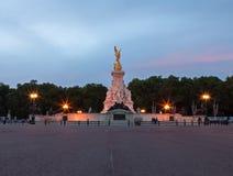 Statue Nikes (Göttin des Sieges) außerhalb des Buckingham Palace Stockfotos