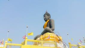 Statue noire de Bouddha dans Suphanburi, Thaïlande Images libres de droits