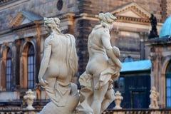 Statue nude delle donne vicino a Theaterplatz Fotografia Stock