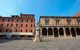 Free Statue Of Dante In Verona Royalty Free Stock Images - 21454639