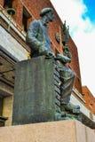 Statue in OsloRathaus lizenzfreie stockfotos
