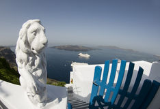 Statue over harbor santorini Royalty Free Stock Photos