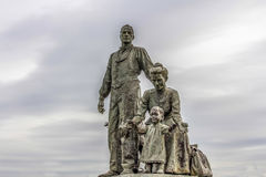 A statue of a Polish immigrant family on the foreshore in HUll Royalty Free Stock Photography