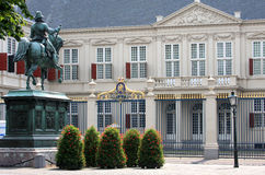 Statue pour le palais hollandais de Noordeinde, la Haye Images libres de droits