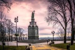 Statue Prinzen Vladimir in ein Park in Kyiv, Ukraine stockfotos