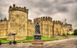 Statue of Queen Victoria in front of Windsor Castle Stock Photography