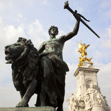 Statue and Queen Victoria Memorial Royalty Free Stock Photography