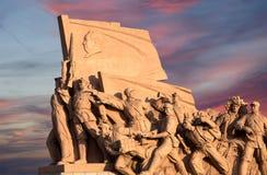 Statue rivoluzionarie alla piazza Tiananmen a Pechino, Cina immagini stock libere da diritti