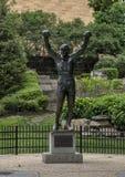 Statue rocheuse de ` de ` par A Thomas Schomberg près de Musée d'Art de Philadelphie d'entrée, Benjamin Franklin Parkway photos stock