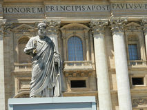 Statue of Saint Peter and Saint Peter's Basilica at St. Peter's Royalty Free Stock Photos