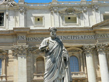 Statue of Saint Peter and Saint Peter's Basilica at St. Peter's Royalty Free Stock Photography