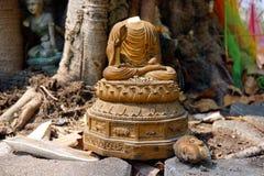Statue sans tête de Bouddha dans le vieux temple Photos libres de droits