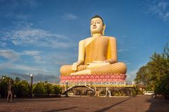 Statue se reposante de Bouddha au temple de Kande Viharaya dans Aluthgama, Sri Lanka Photos libres de droits