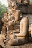 Statue senza testa al tempio di Borobudur a Yogyakarta, Java, Indonesia fotografia stock