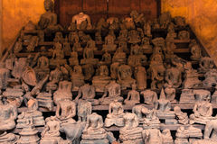 Statue senza testa di Buddha a Wat Si Saket, Laos Fotografia Stock Libera da Diritti