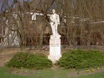 Statue sous l'arbre, MUDr Frantisek Vesely, docteur, constructeur de la station thermale de Luhacovice, République Tchèque image stock