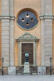 Statue an Stockholm-Palast - Stockholm - Schweden stockbilder