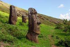 Statue su Isla de Pascua Rapa Nui Isola di pasqua Threesome Immagine Stock
