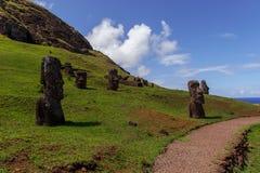 Statue su Isla de Pascua Rapa Nui Isola di pasqua Threesome Fotografia Stock Libera da Diritti