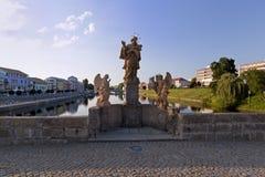Statue sul ponticello di pietra Fotografia Stock