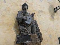 Statue sur l'escalier amenant au château à Prague du parc de station de tram images stock