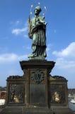 Statue sur la passerelle de Charles, Prague, République Tchèque Photo libre de droits