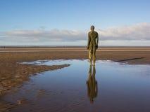 Statue sur la plage de Crosby Images stock