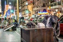 Statue sur la rue de Corrientes images stock