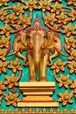Statue tailandesi dell'elefante nel portello del tempiale. Immagini Stock