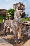 Statue thaïe de lion de type avec le ciel bleu Photo stock