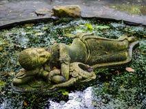 Statue thaïlandaise de dame de sommeil chez Suan Nai Dum Chumphon Thailand Image libre de droits
