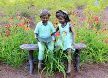 Statue of Two Young Children Reading A Book royalty free stock photos